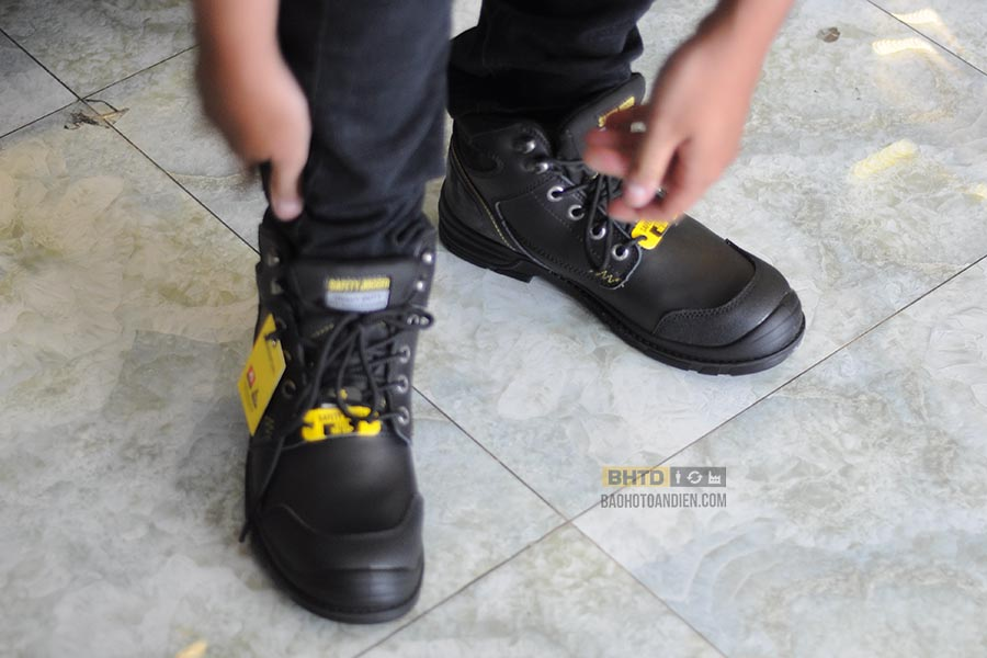 Thử giày bảo hộ Safety Jogger Workerplus