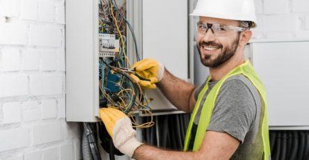 Kính bảo hộ cho thợ điện