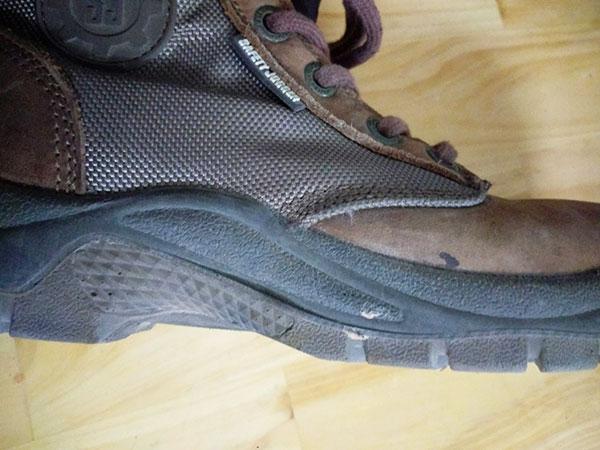 đế giày DAKAR được chế tạo từ 2 lớp PU có mật độ khác nhau
