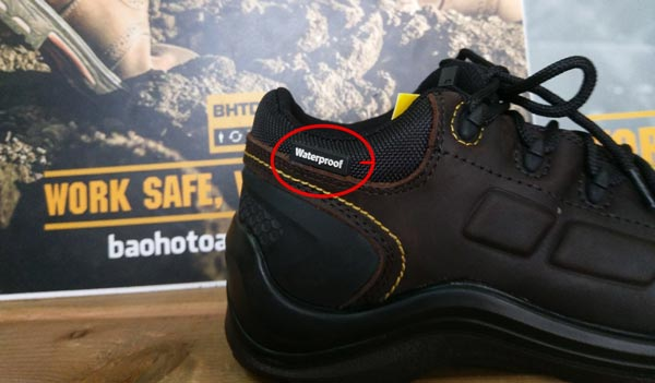 Ký hiệu Waterproof được đính hẳn lênGiày bảo hộ chống nước Jogger Lava