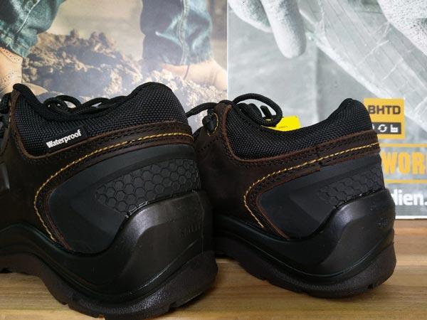 """Phần gót giày bảo hộLava cũng được thiết kế khá bắt mắt và giúp """"ăn gian"""" chiều cao khoảng 4cm"""