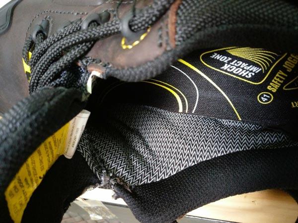Theo cảm nhận bản thân, dù mang giày Lava bằng chân trần (không sử dụng vớ), vẫn cảm nhận sự mềm mại và dễ chịu nhờ lớp lót Coolmax cao cấp này!