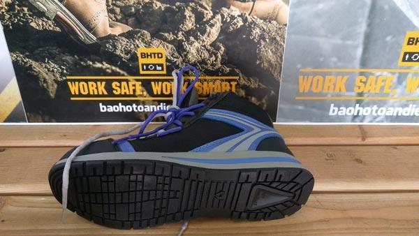 Đế giày cao su mềm mại đồng thời có độ bám tốt, đảm bảo khả năng chống trượt tối ưu cho Giày bảo hộ Jogger Toprunner