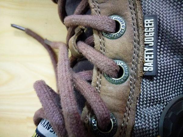 Safety Jogger Dakar có chất lượng gia công khá tốt, được chăm chút khá kỹ từchi tiết lớn như thân giày, đế giày, lưỡi gà đến các chi tiết nhỏ như tấm lót, khoen xỏ dây...