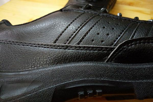 Thân giày bảo hộ Takumi TSH-220 được làm bằng sợi Microfiber