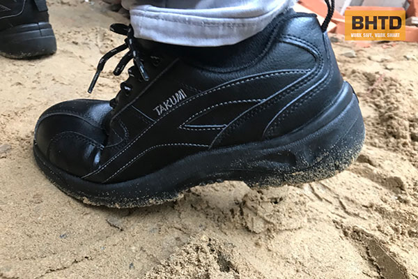 Giày bảo hộ Takumi TSH-220 nổi bật với vẻ gọn nhẹ và thời trang