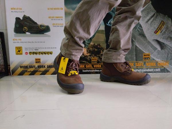 Chúng ta có thể mang giày Jogger Rush để đi làm lẫn đi chơi hay đi phượt