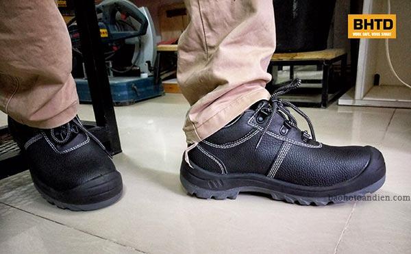 Trông giàyBestrun có vẻ cứng cáp, chắc chắn nhưng cũng thon gọn và không bị thô kệch.