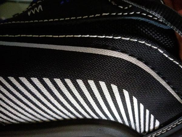 Phần thân giày (upper) của Dynamica được cấu tạobởi 2 vật liệu chính là sợi Cordura và cao su tổng hợp.